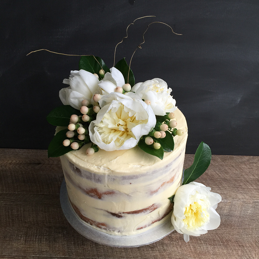 Cake Designs To Order Semi Naked Cakes With Fresh Flowers Soft Finish DIY Weddings